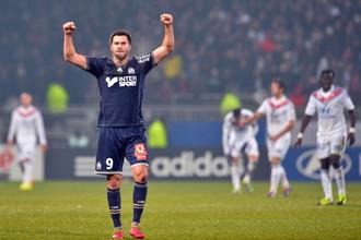 Андре-Пьер Жиньяк забил мяч в ворота «Лиона» и помог «Марселю» свести матч к ничьей