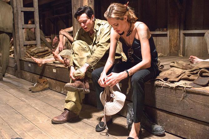 Анджелина Джоли и Джек О'Коннелл на съемках фильма