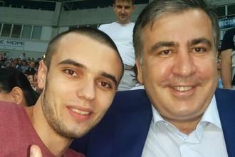 Михаил Саакашвили на трибунах с простыми болельщиками