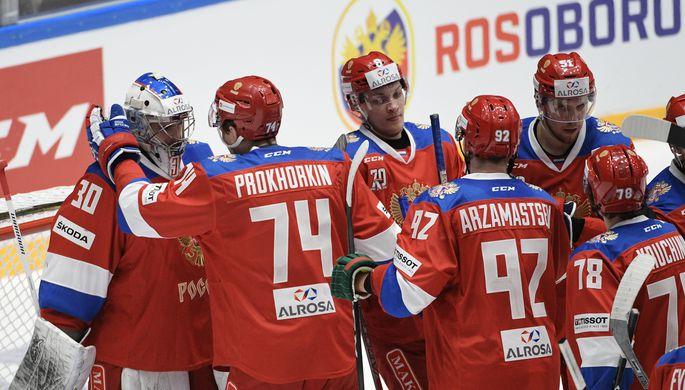 Игроки сборной России радуются победе в вынесенном матче Шведских хоккейных игр третьего этапа Еврохоккейтура — 2016/17 между сборными командами России и Финляндии.
