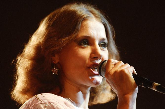 Солистка Ленинградского государственного концертного объединения Людмила Сенчина, 1987 год