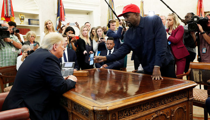 Рэпер Канье Уэст во время встречи с президентом США Дональдом Трампом в Белом доме, 11 октября 2018 года