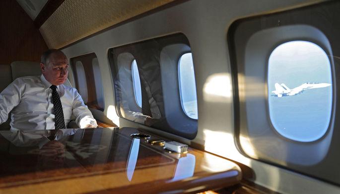 Президент России Владимир Путин во время перелета на российскую авиабазу «Хмеймим», 11 декабря 2017 года
