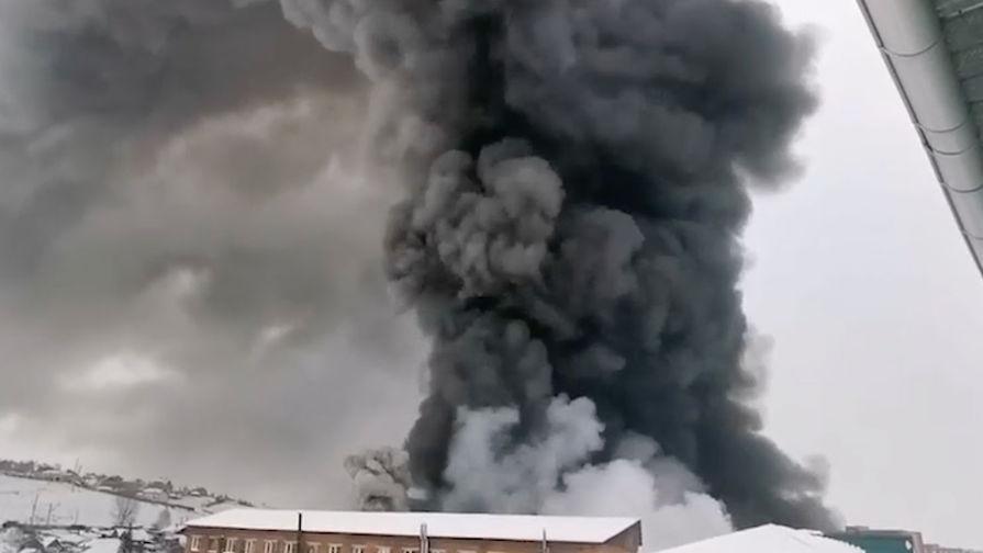Пожар на складе автозапчастей в Красноярске, 3 февраля 2021 года