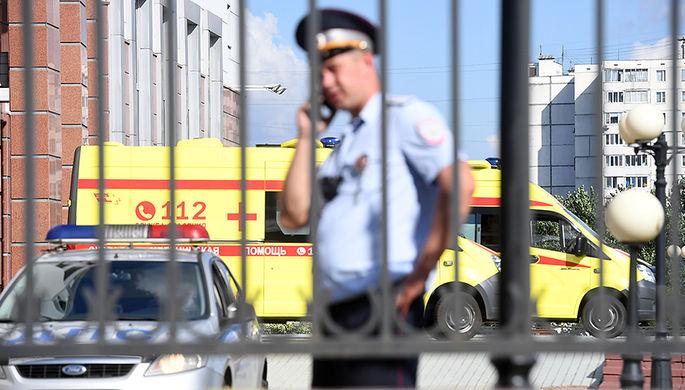 Сотрудник полиции у здания Московского областного суда