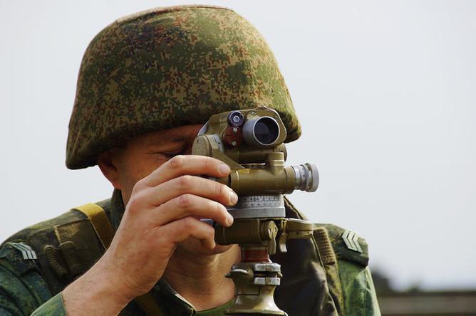 Военнослужащий во время учений Народной милиции самопровозглашенной Луганской народной республики по огневой подготовке, апрель 2018 года