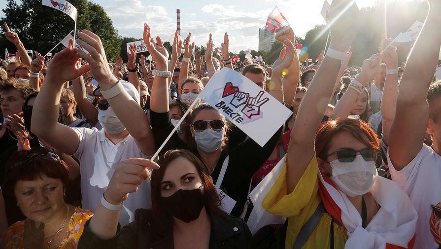 Митинг сторонников кандидата в президенты Белоруссии Светланы Тихановской в Минске, 30 июля 2020 года
