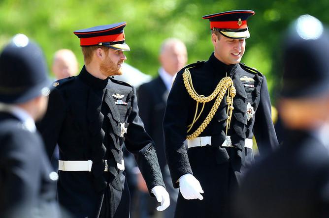 Принцы Гарри и Уильям прибывают на свадьбу принца Гарри и Меган Маркл в Виндзоре, 19 мая 2018 года