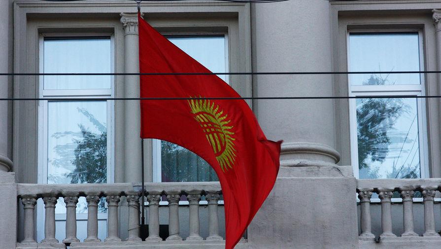 Флаг Киргизии на здании посольства Киргизии в Москве.