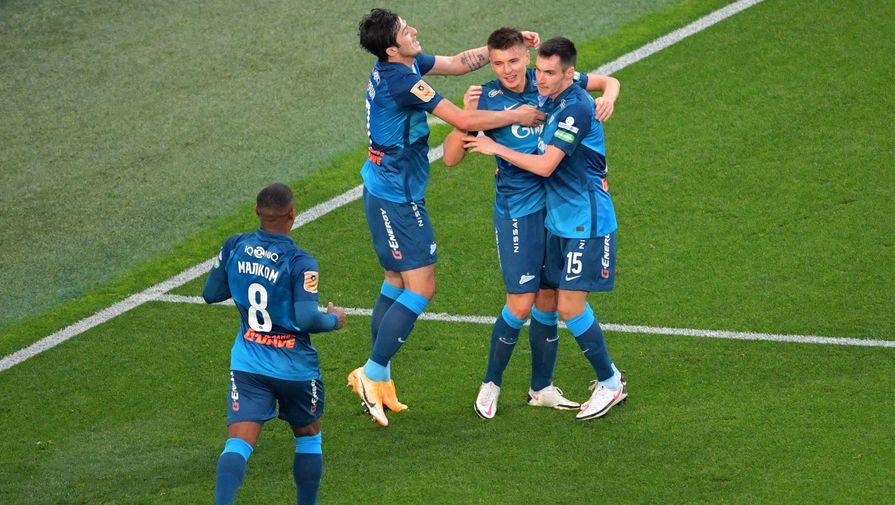 Игроки «Зенита» отмечают гол Андрея Мостового в ворота «Арсенала»