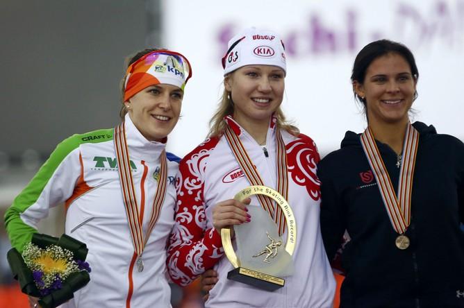 Тройка сильнейших на чемпионате мира по конькам на дистанции 1000 м в Сочи – россиянка Фаткулина, голландка Вюст и американка Боуэ