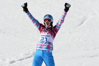 Алена Заварзина (Россия) в малом финале параллельного гигантского слалома на соревнованиях по сноуборду среди женщин