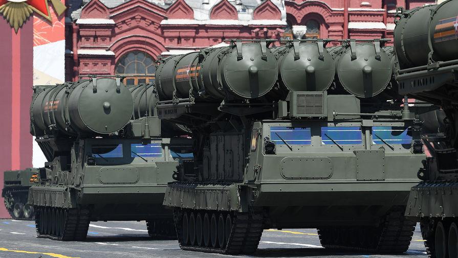 Зенитно-ракетные системы (ЗРС) С-300В4 во время военного парада в ознаменование 75-летия Победы в Великой Отечественной войне 1941-1945 годов на Красной площади в Москве