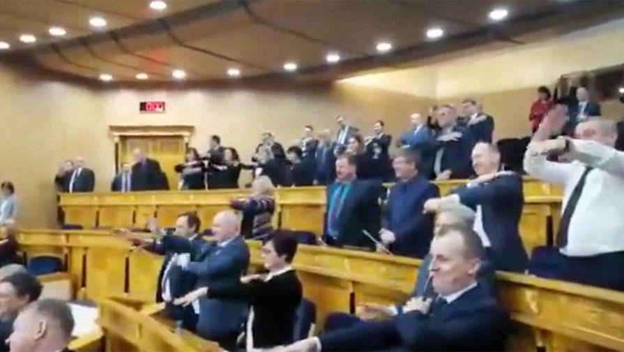 На заседании правительства Ленобласти провели разминку под танцевальную музыку