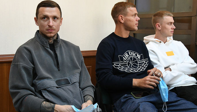 Павел Мамаев, Александр Кокорин и Кирилл Кокорин (слева направо) в Московском городском суде во время пересмотра апелляционного приговора, 31 июля 2020 года