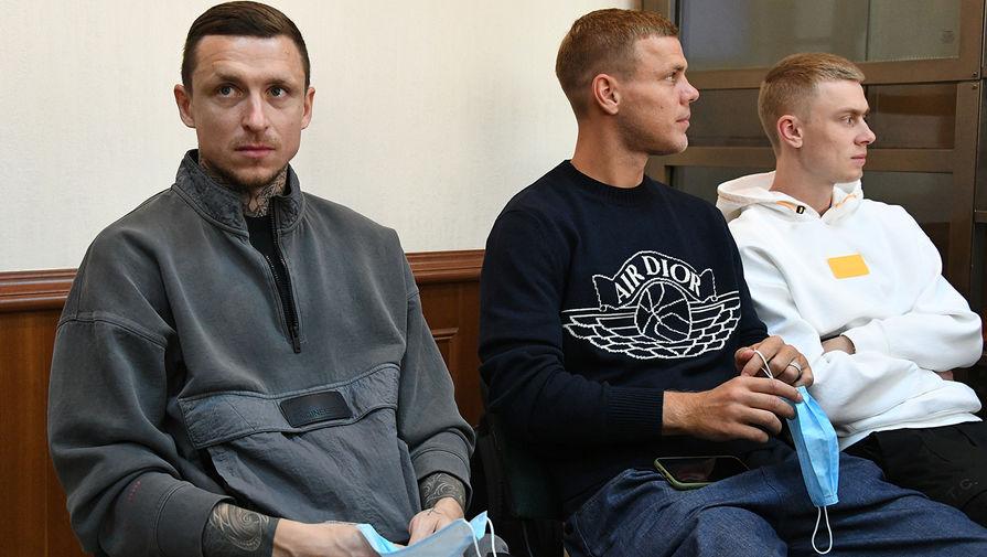 Суд взыскал с Мамаева и Кокорина по 50 тыс. рублей в пользу пострадавшего водителя