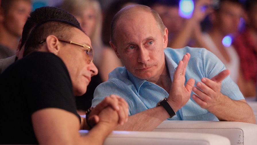 Глава правительства РФ Владимир Путин и актер Жан-Клод Ван Дамм на открытии чемпионата Европы по боям без правил в Сочи, 2010 год