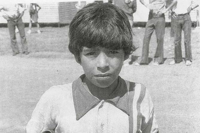 Цвета клуба «Бока Хуниорс» Марадона защищал в период с 1981 по 1982 год. Всего за коллектив он сыграл менее 50 матчей и забил 28 голов. На фото: Марадона в детстве