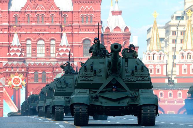 Самоходные артиллерийские установки (САУ) МСТА-С на генеральной репетиции военного парада, посвященного 71-й годовщине Победы в Великой Отечественной войне, на Красной площади в Москве