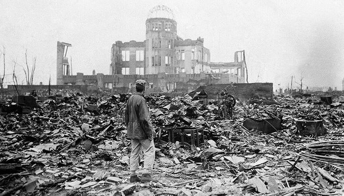 Утром 6 августа 1945 года американский бомбардировщик B-29 Enola Gay сбросил на японский город Хиросиму атомную бомбу Little Boy («Малыш»)