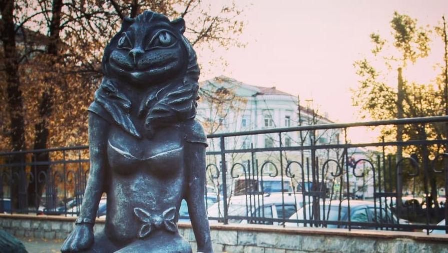 В Кургане демонтировали скульптуру женщины-кошки