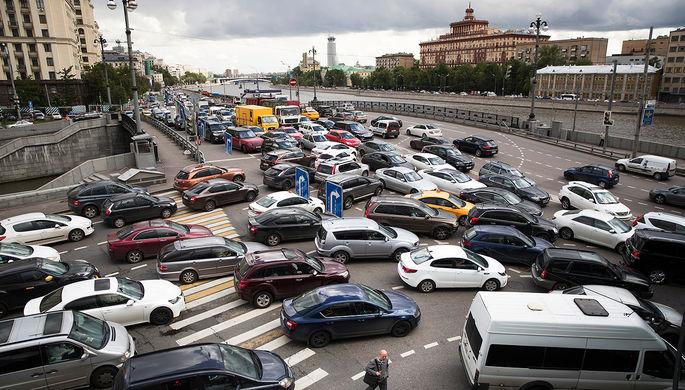Дыхнуть перед стартом: на автомобили повесят алкозамки