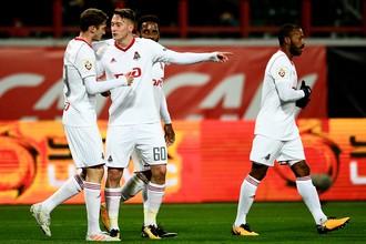Футболисты «Локомотива» празднуют гол в ворота «Краснодара»