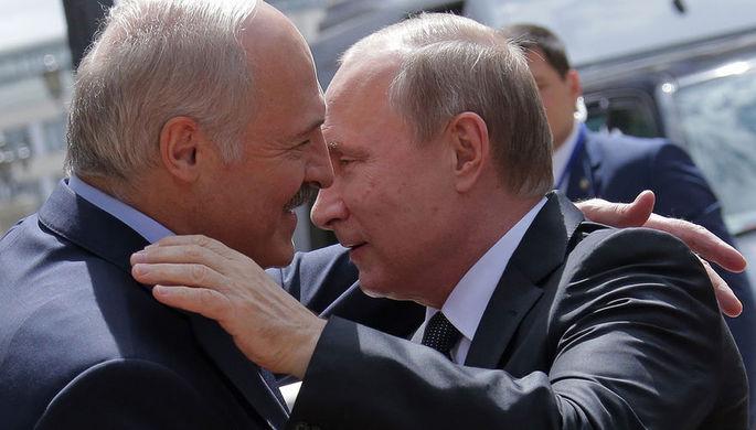 Президент Белоруссии Александр Лукашенко и президент России Владимир Путин во время встречи в...