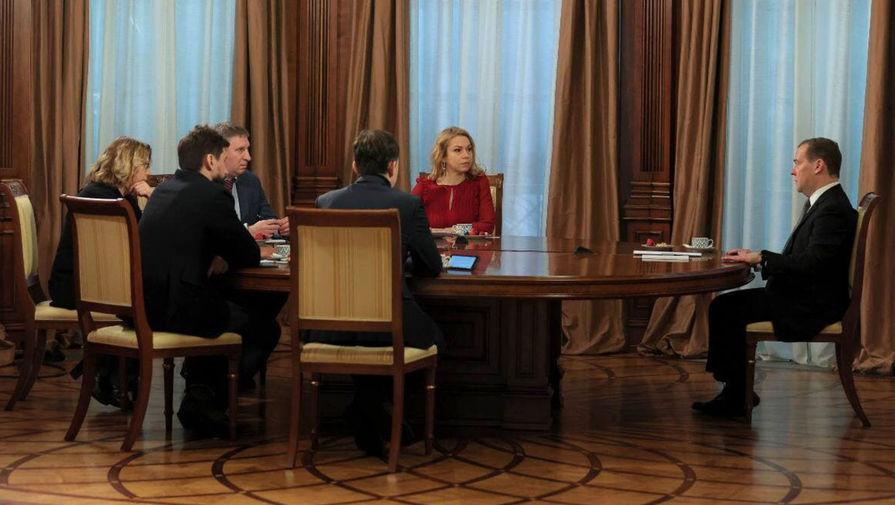 Медведев сообщил, что сделал прививку от коронавируса