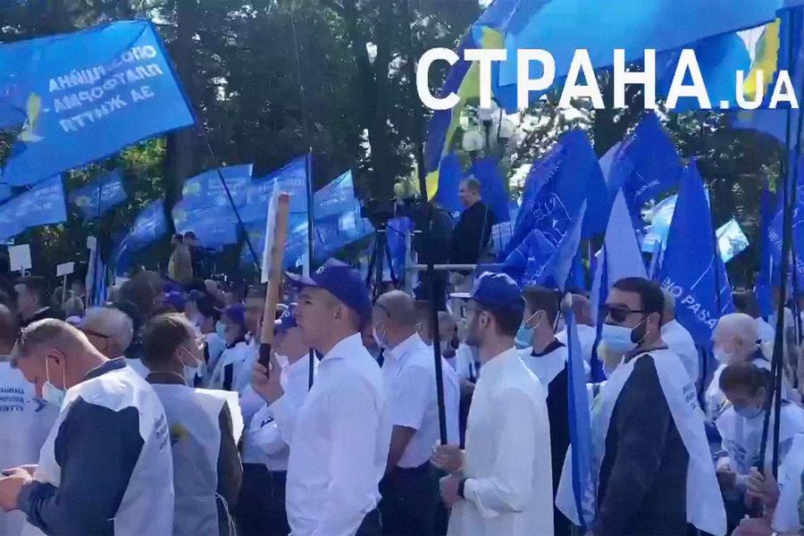 Украинская оппозиция вывела РЅР°РїСЂРѕС'ест РєР·РґР°РЅРёСЋ Рады тысячи человек