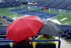 Дождь обрушился на корты Торонто