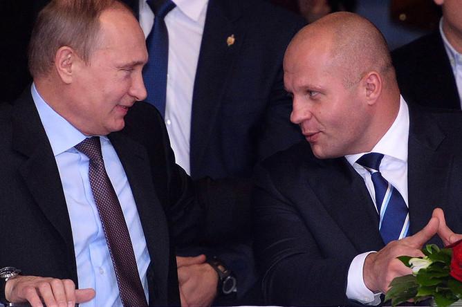 Владимир Путин и Федор Емельяненко на церемонии открытия 37-го чемпионата мира по самбо, 2013 год