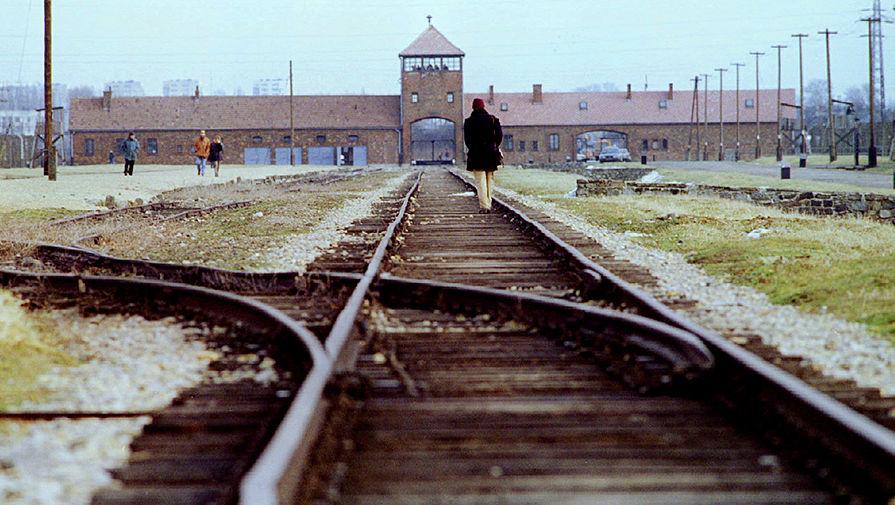 «Неловкая ошибка»: Der Spiegel назвал освободителем Освенцима США