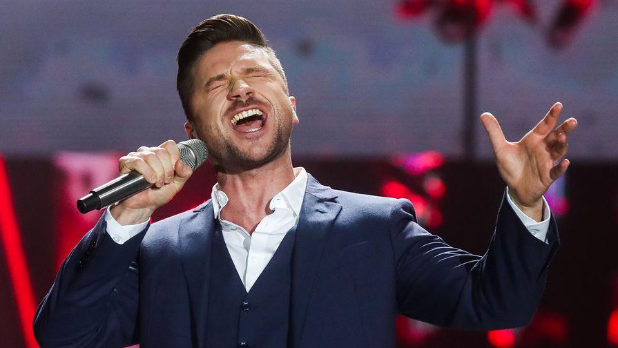 Певец Сергей Лазарев во время выступления на концерте «Песня года 2018»