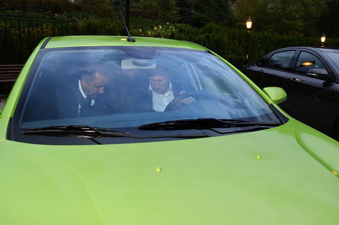 Владимир Путин и глава «АвтоВАЗа» Бу Андерссон в автомобиле Lada Vesta