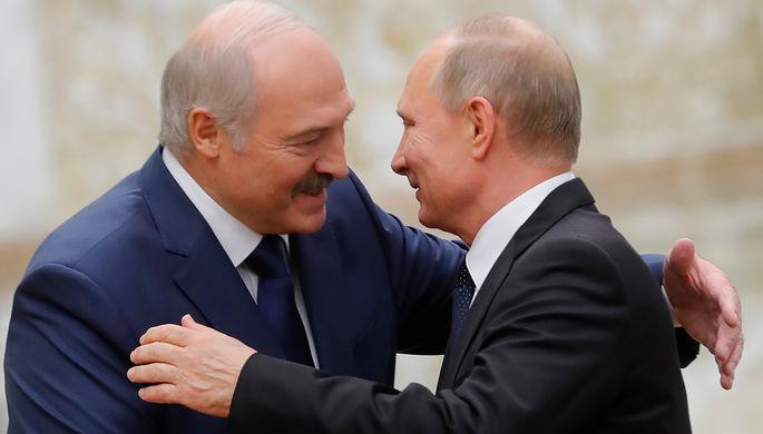 Президент Белоруссии Александр Лукашенко и президент России Владимир Путин во время встречи перед...