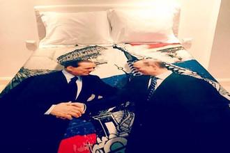 Пододеяльник с изображением рукопожатия между Сильвио Берлускони и Владимиром Путиным