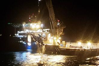 Во время поднятия со дна Баренцева моря российского вертолета Ми-8 авиакомпании «Конверс Авиа», потерпевшего крушение 26 октября вблизи архипелага Шпицберген