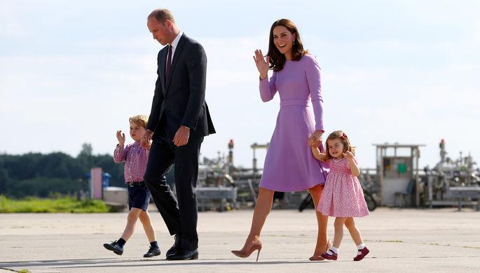Принц Уильям и герцогиня Кембриджская с детьми, принцем Джорджем и принцессой Шарлоттой, в Гамбурге...