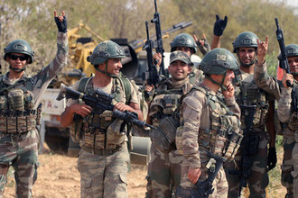 Турецкие военнослужащие в сирийском Манбидже, 14 октября 2019 года