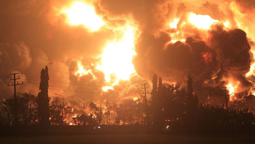 Последствия взрыва на нефтеперерабатывающем заводе в Индонезии, 29 марта 2021 года