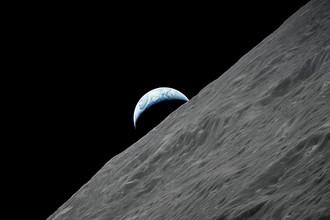 Вид на Землю с лунной орбиты во время миссии «Аполлон-17», декабрь 1972 года