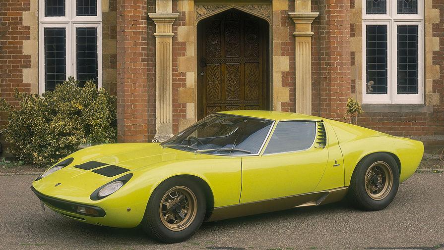 <b>Lamborghini Miura</b> (годы выпуска: 1966&nbsp;- 1973). Miura стала первым серийным суперкаром с центральным расположением двигателя для дорог общего пользования и одной из моделей, задавшей новые стандарты для высокопроизводительных спортивных автомобилей и суперкаров в 60-х годах.