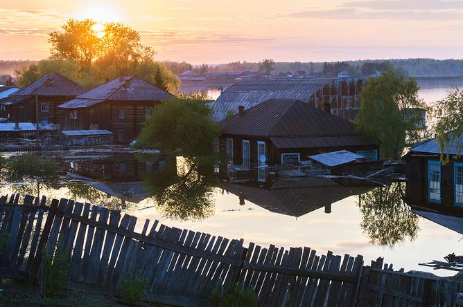 Паводки в райцентре Усть-Ишим в Омской области, май 2015 года