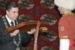 Президент Туркмении Гурбангулы Бердымухамедов во время церемонии инаугурации, февраль 2007 года