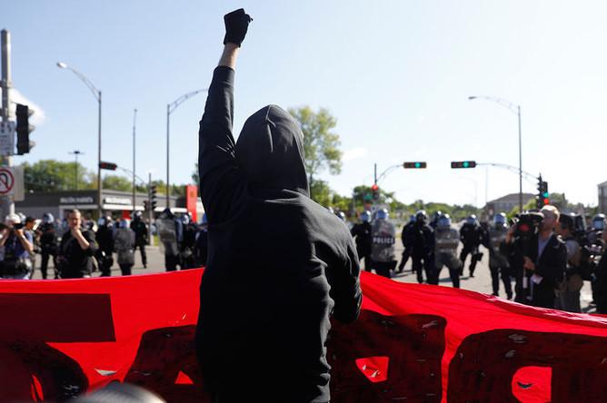 Участники протестной демонстрации во время проведения саммита G7 в Квебеке, 8 июня 2018 года