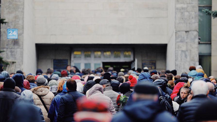 Звезды музыки, кино и спорта пришли на похороны Началовой
