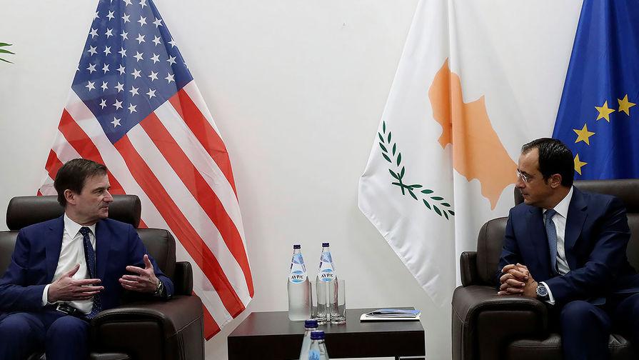 Заместитель госсекретаря США по политическим вопросам Дэвид Хейл и министр иностранных дел Кипра Никос Христодулидис