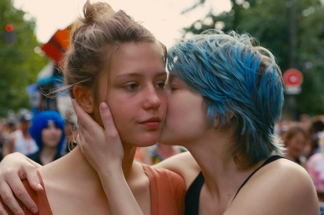 Фильм где у девушки синее