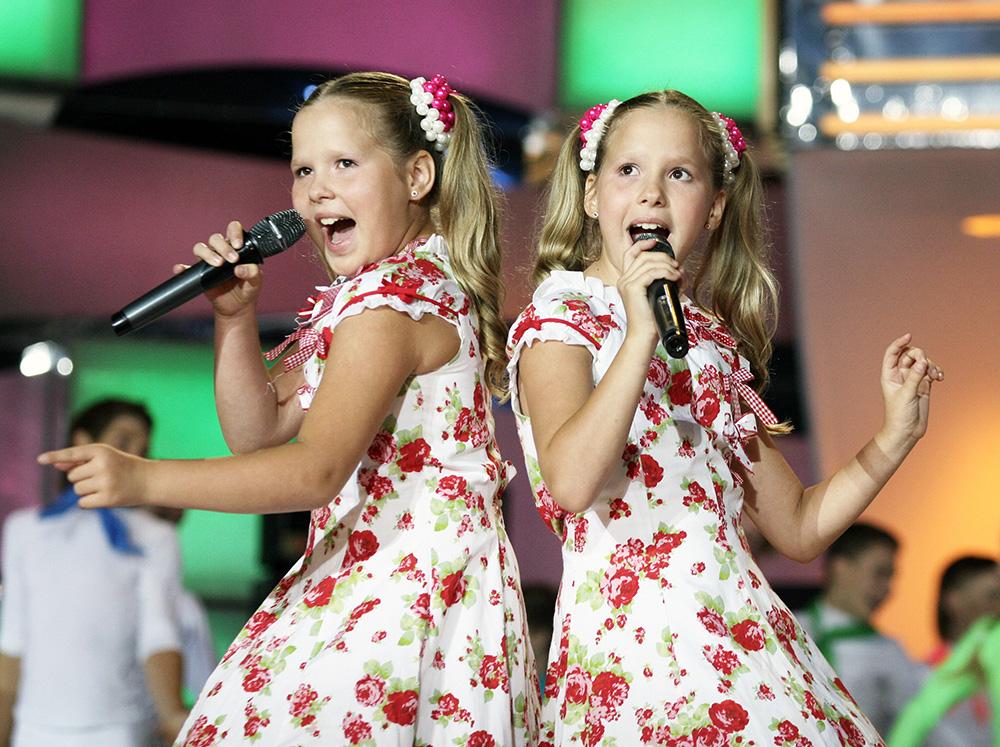 Близняшки из России, победившие на детском «Евровидении», преподают музыку